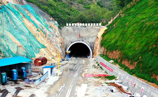好消息!这条隧道贯通了,丹江口到渠首陶岔只需半小时